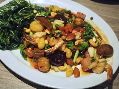 สมบูรณ์โภชนา (Somboon Pochana) เซ็นทรัลแอมบาซซี่