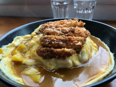 ข้าวไข่ข้นไก่กรอบแกงกะหรี่