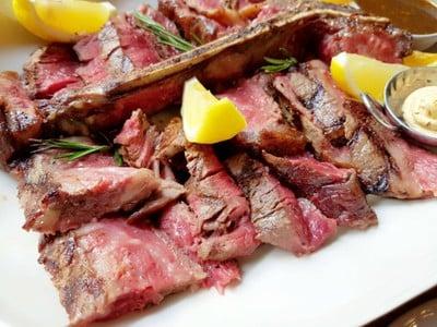 T Bone Steak • เนื้อนุ่มแต่เย็นชืด at The Yard Restaurant