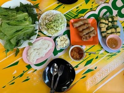 Roong Na Pha แหนมเนือง