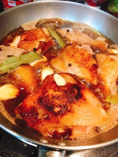 ไก่อาโดโบ ไก่อบสไตล์ฟิลิปปินส์ Chicken Adobo
