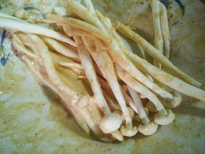 วิธีทำ เห็ดทอดซอสไข่กุ้ง