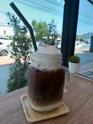 Coffee Klomklom กาแฟกลมกล่อม  ลำลูกกา คลองสี่ ปทุมธานี