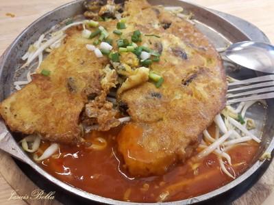 ผัดไทย หอยทอด กระทะร้อน เจ้แดง All Seasons Food by Kinnie