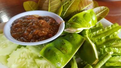 น้ำพริกกะปิแมงดากับผักสด