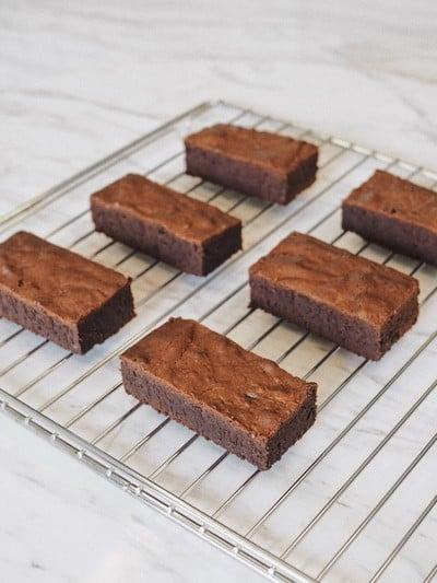 Brownies With Crunchy Top (บราวน์นี่หน้ากรอบ)