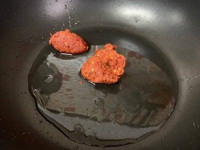 วิธีทำ ผัดพริกแกงถั่วหมูกรอบ