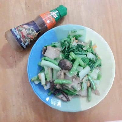 ผัดผักใส่ปลาเส้น