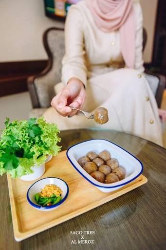 ต้นสาคู - Sago Tree, Dish & Spoon Cafe' (ต้นสาคู) พระโขนง สุขุมวิท 71
