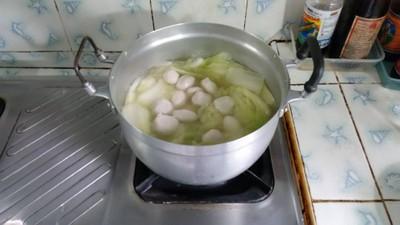 วิธีทำ แกงจืดผักกาดขาวใส่ลูกชิ้นหมู