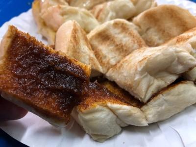 ขนมปังแผ่นปิ้งน้ำพริกเผา