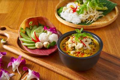Yellow Crab Curry with Betal Leaves by Wongnai Co-Cooking