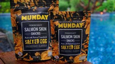 """""""Munday"""" หนังปลาแซลมอนอบกรอบรสไข่เค็ม ผงไข่เค็มสูตรลับ ฟินจนต้องบอกต่อ"""