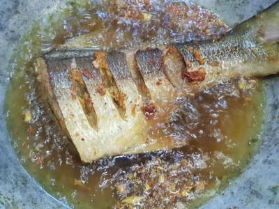 วิธีทำ ปลากุเลาทอดขมิ้น