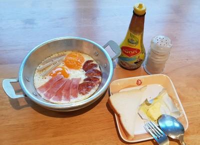 ชุดไข่กระทะ(เสิร์ฟพร้อมขนมปัง)