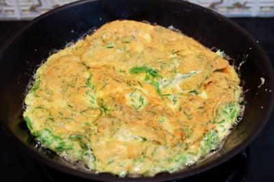 วิธีทำ ไข่ทอดชะอม