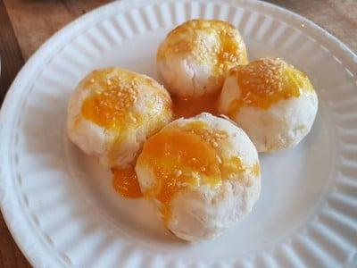 ขนมเปี๊ยะไข่เค็มลาวา