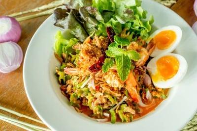 ยำถั่วพลูกุ้งสดไข่มะตูม (Spciy Wing Bean Salad with Shrimp + Hard Boled Egg)