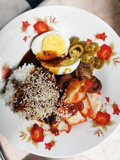 ข้าวหมูแดงเลิศรสเจ๊โส่ย (Kao Moo Daeng Lerd Rod Sis Soi)
