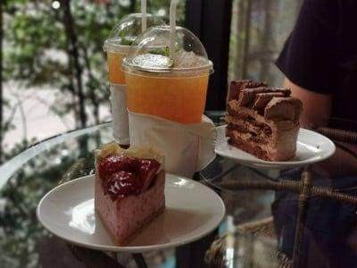 Chocolate meringue cake, mousse meringue