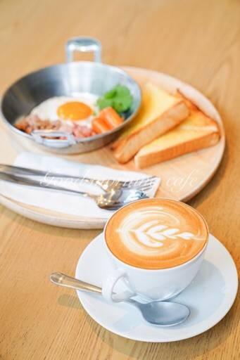 กู้ดมอร์นิ่ง คาเฟ่ (Good Morning Cafe)