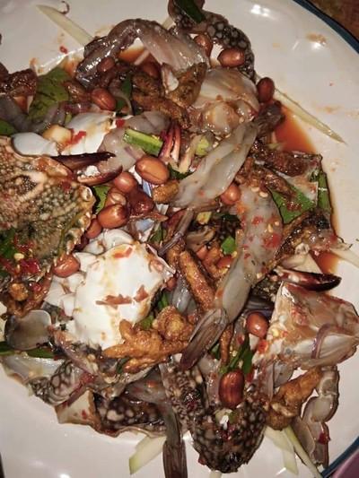 ยำมะม่วงปูม้า เด๊ก&เก๋ (Mango Salad With Blue Crab) -