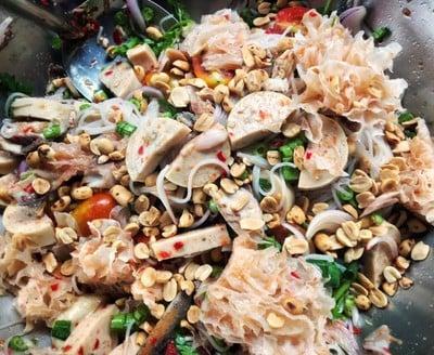 ยำขนมจีนนัวๆด้วยน้ำปลาร้า