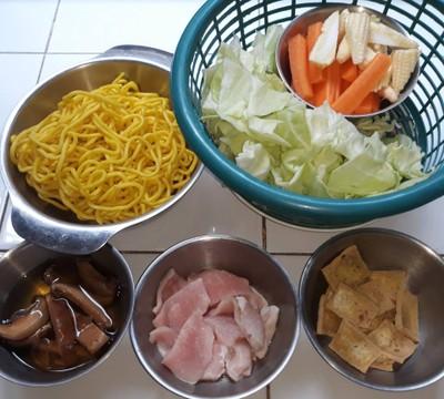 วิธีทำ ผัดยากิโซบะหมู