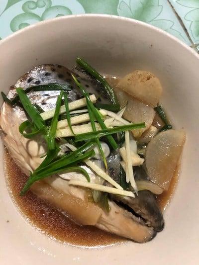หัวปลาแซลม่อนต้มซีอิ๊ว