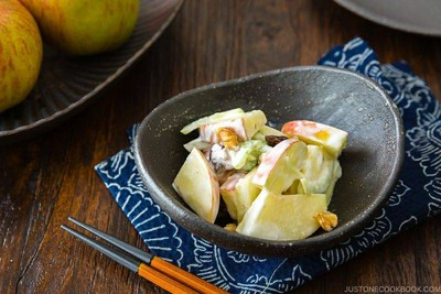 สลัดแอปเปิ้ลกับวอลนัท (Apple Walnut Salad)
