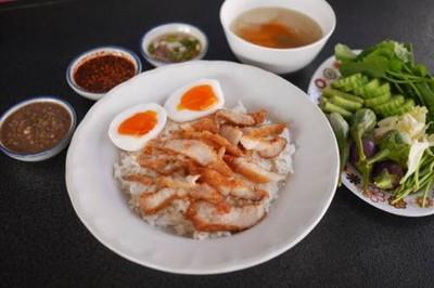ข้าวหมูทอดพุงกาง ( ท่าข้าม )