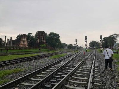 รถไฟไปเที่ยวลพบุรี