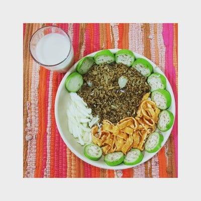 ข้าวผัดแกงไตปลางาขี้ม้อนนานาผัก