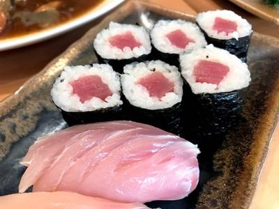 ข้าวห่อสาหร่ายไส้ปลาโอ