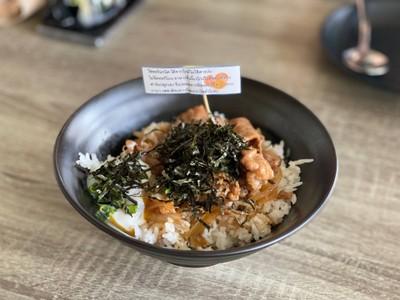 ข้าวหน้าหมูสไตล์ญี่ปุ่น ไข่ออร์แกนิคออนเซน Japanesse style pork with rice