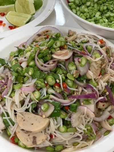 ยำขนมจีนสูตรน้ำปลาร้าออฟฟิต