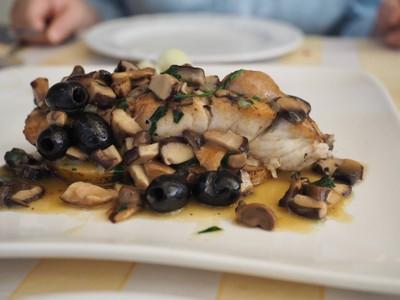 ปลากระพงย่างซอสเห็ด มะกอกดำ