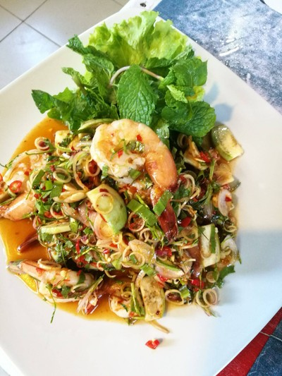 ร้านอาหารเบิ่งตะวัน (BOENG TAWAN RESTAURANT)