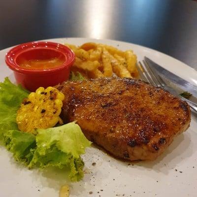 สเต็กสันคอหมู หมักสูตรน้ำผึ้งพริกไทยดำ