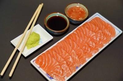 Shimi Sa Salmon แซลมอนซาซิมิ