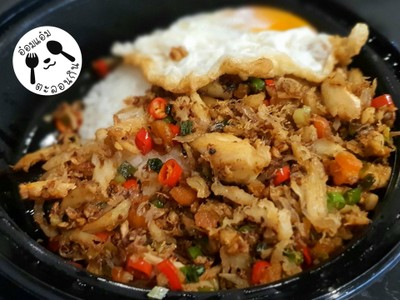 ข้าวคั่ว (ปู+ไข่ปู) + พริกเกลือ + ไข่ดาว