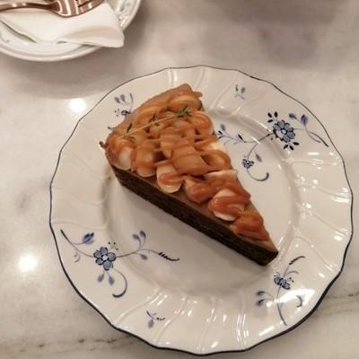 เค้กโอเค รสชาติใช้ได้ แต่ยังรู้สึกว่าขาดอะไรสักอย่าง น่าจะตรงกลิ่นคาราเมลนะคะ