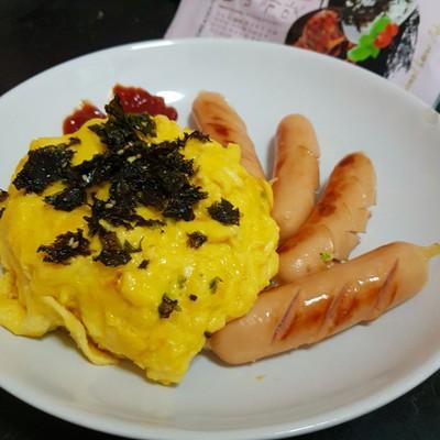 ข้าวไข่ข้น ไส้กรอก🍳 creamy omelette & Hot Dog