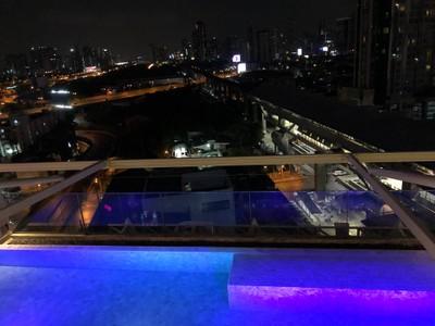 โรงแรมอครา กรุงเทพฯ (Akara Hotel Bangkok)