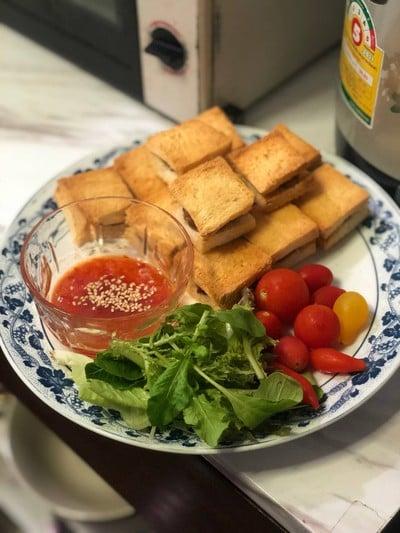 WFH Kitchen: ขนมปังหน้าหมู-กุ้ง (Pork & Prawn Toast)