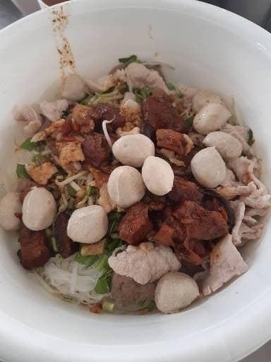 เฮงกี่ ลูกชิ้นน้ำใส (คู้บอน15เดิม) (เฮงกี่ (หัวหิน)) ตลาดกม.8 089-796-1997