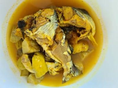 แกงส้มปลา เนื้อหัวครก (เนื้อมะม่วงหิมพานต์)