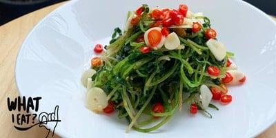 ยำผักบุ้งอ่อนน้ำมันงา