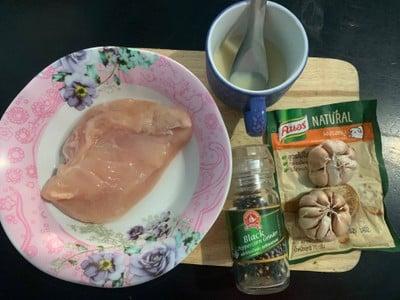 วิธีทำ อกไก่ผัดกระเทียม