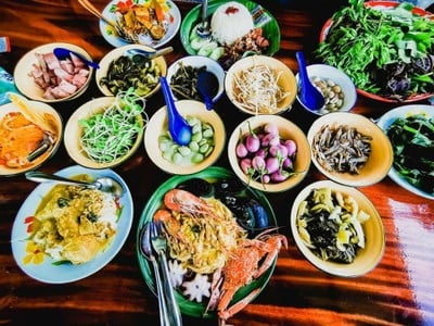 หนมจีนจี้เมย์ทะเลจ๊าก ( ร้านอาหารทะเลสูตรของพังงา)